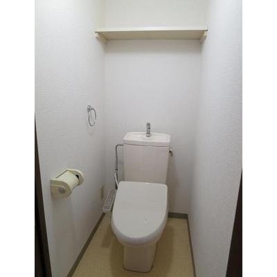 ホーム上の台のトイレ