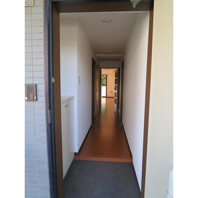 ホーム上の台の玄関