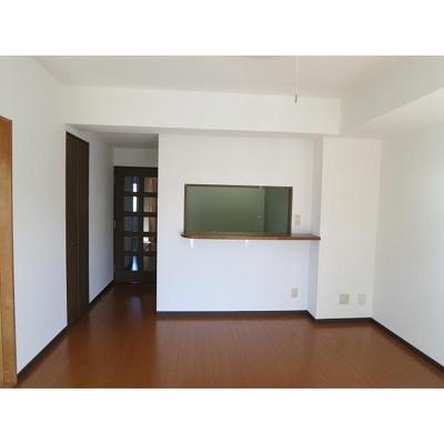 ホーム上の台の洋室