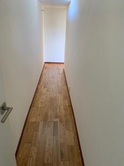 岐阜市大菅北 中古戸建 駐車スペース3台! 2つのお家を繋ぐ廊下です。