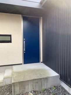 岐阜市大菅北 中古戸建 駐車スペース3台! 2階建て玄関
