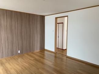 岐阜市大菅北 中古戸建 駐車スペース3台! 平屋の洋室です。リフォーム済みです。