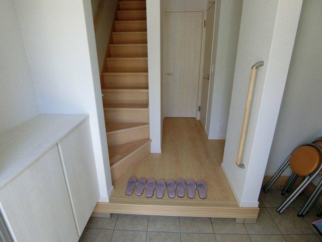 もちろん玄関にも収納スペースあります。 (施工例)