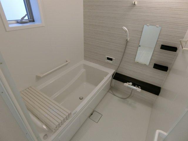 1帖のゆったりとした浴室で1日の疲れを癒せます。 (施工例)
