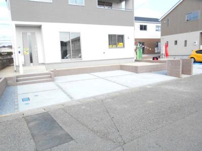駐車場の用意があります。・花崎駅徒歩10分・駐車場3台・南向き庭付き・4LDKとインナーバルコニー・花崎北小・加須東中・新型コロナの影響につきお電話下さい。懇切丁寧。