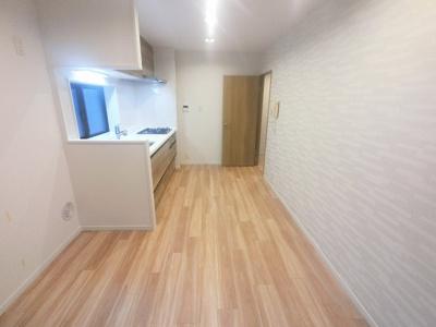 3階角部屋・全居室にバルコニー付のため陽当たり・通風・眺望良好です。 安心して暮らせるオートロック・防犯カメラ付です♪