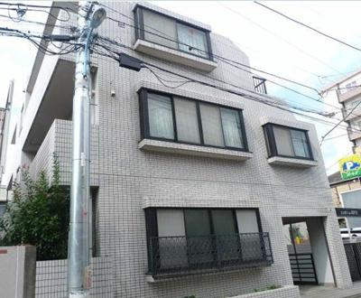 鉄筋コンクリート造のがっしりとした建物。
