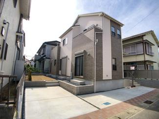JR総武・中央緩行線「本八幡」駅バス7分東菅野4丁目停歩4分の全1棟の新築一戸建てです。京成本線「京成八幡」駅は徒歩20分です。
