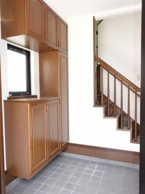 お客様をお迎えする玄関は収納も富ですっきりとした印象を与えてくれます!