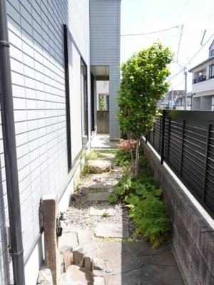 広くはないのですが、ちょっとした庭と散水栓があります。