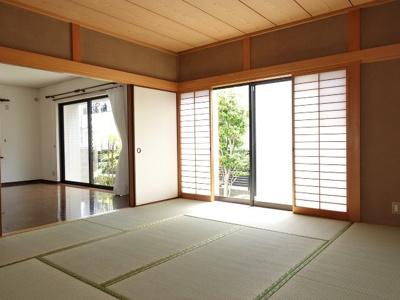 リビングと和室を続き間として使用すると、約21.4帖の大空間が生まれます!