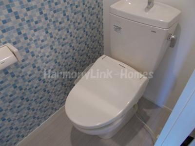ハーモニーテラス和泉Ⅱのゆったりとした空間のトイレです
