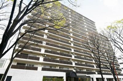 15階建てのオートロック付きマンションです♪