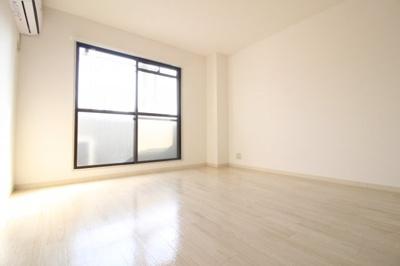 洋室8帖 明るいお部屋です♪