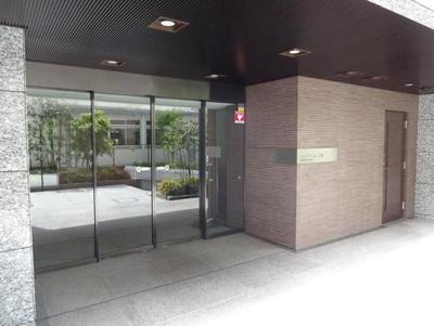 【エントランス】イニシアイオ高田馬場