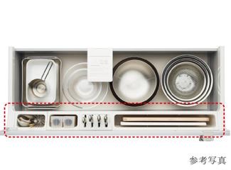 シンクの下には、すっきり整頓ができる「アシストポケット」を採用。包丁やまな板などを立てた状態で使いやすく整頓できます。