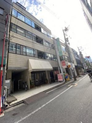 外はこのようになっています 御徒町の事務所。 「オリオンビル1階」のことなら(株)メイワ・エステートへ