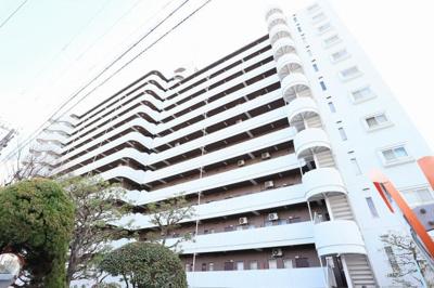 【現地写真】 総戸数104戸の 大型マンションです♪