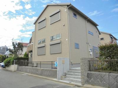 小田急多摩線「栗平」駅より徒歩10分!ペットOK♪ワンちゃんまたは猫ちゃんと一緒に暮らせる築浅の2階建てアパートです♪