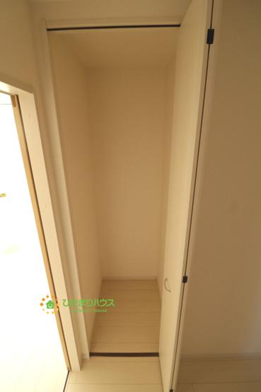 1階の廊下収納!掃除用品や日用品など。