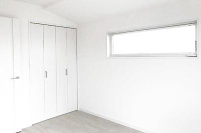 【お部屋情報】全室2面採光で、室内は明るく快適。風通しも良く換気もしっかり出来ます。