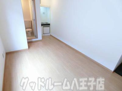 ゆったり過ごせる居間です 白樺 の写真 お部屋探しはグッドルームへ