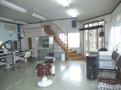 能代市富町・中古店舗(旧美容室)