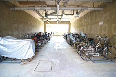 屋根付きの自転車置き場で雨の日でも安心です。
