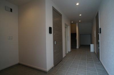 ホテルの様な高級感のある共用廊下!!