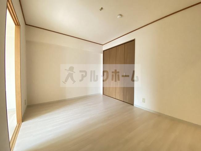グランドゥール(八尾市太田) 洋室