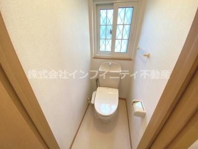 ウォシュレットつきの綺麗なトイレです