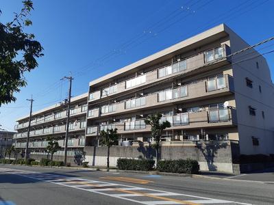 【現地写真】 鉄筋コンクリート造の4階建♪ 陽当たりの、良いマンションとなっております♪