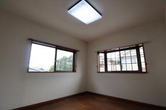 反対からみたイメージです。 備え付け窓は2つあります。