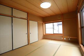 こちら2階にあります和室スペースになります。 上の階の和室の作りは珍しいですし広いです♪