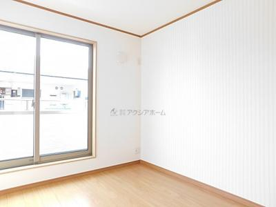 洋室5.2帖。使い勝手のいい洋室です