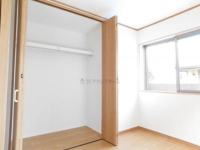 1F4.5帖洋室。収納あります。
