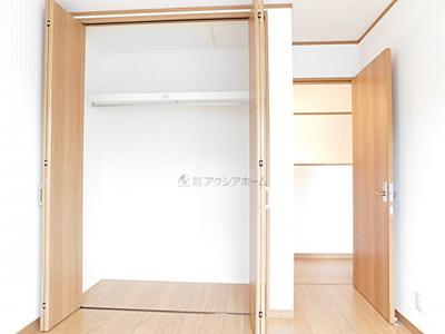 洋室5.2帖。収納あります。