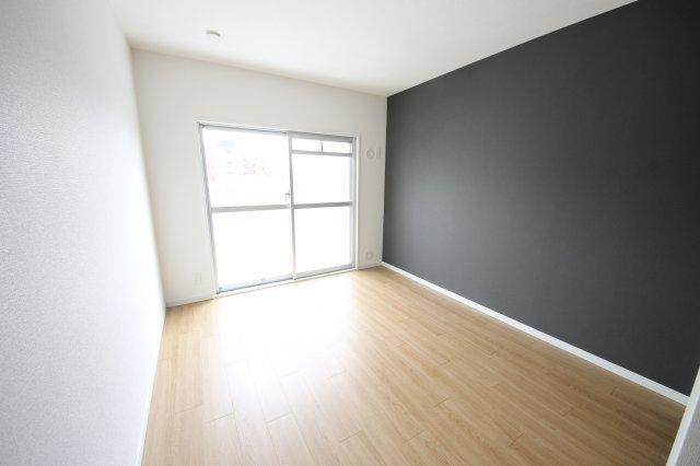 各部屋にはクローゼットを完備しています!収納が多いお家はすっきりして快適空間です♪