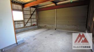 ガレージ内の写真です。