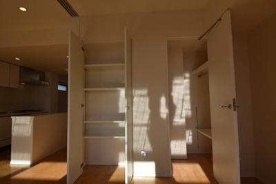 【収納】閑静な住宅街に佇む高級マンション アパートメンツ三田