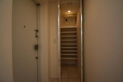 広々と玄関スペース 大容量のシューズBOXです。