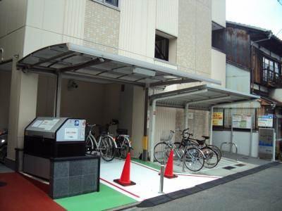 【エントランス】ロイヤルシティーAYA