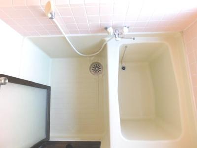 お風呂に窓がありますので、換気もしやすいですよ。