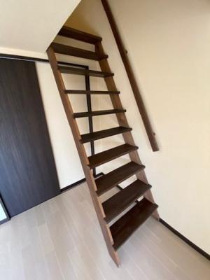 ロフトにはこちらの階段でいけます。