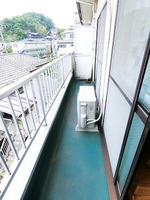 バルコニーは南東向きなので、晴れた日のお洗濯物は朝からよく乾きそう☆2部屋から出入りできるのでお洗濯物の出し入れに便利♪