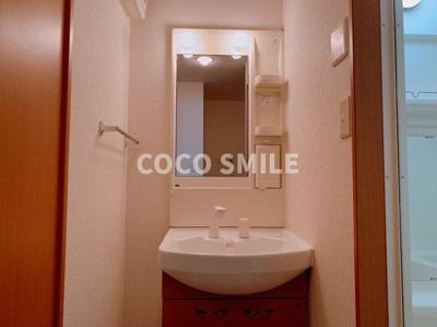 明るい洗面所です 【COCO SMILE ココスマイル】