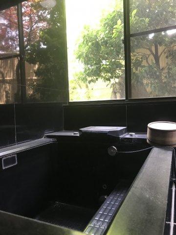 ゆったり過ごせるお風呂です。浴室内に浴槽が2つ。気分によって湯舟を変えることができます。