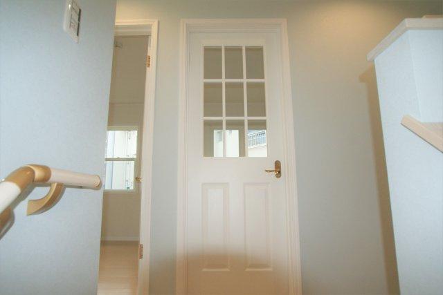 お部屋のドアは見えるようになっており、お子様の様子が確認できます。
