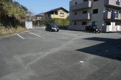 停めやすい駐車場です