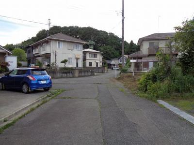 西側前面道路(南から北方向)